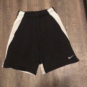 ❤️ Nike Black & White Athletic Shorts ❤️